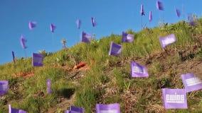 Flittering purpurfärgad banneret i San Francisco, USA, 2017 arkivfilmer