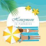 Flitterwochen in den Paradiesentwurfspaaren auf dem Strand mit Palmblatt lizenzfreie abbildung