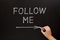 Följ mig svart tavlabegreppet Fotografering för Bildbyråer