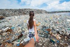 Följ mig versionen på avskrädeförrådsplatsen Royaltyfria Foton