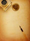 Füllfederhalter und altes Papier Lizenzfreies Stockfoto