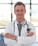 Fälliger Doktor Smiling Stockfoto