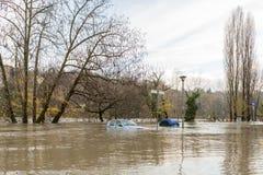 Flloding στο Τορίνο, Ιταλία: αυτοκίνητο κάτω από το νερό Στοκ εικόνα με δικαίωμα ελεύθερης χρήσης