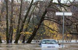 Flloding στο Τορίνο, Ιταλία: αυτοκίνητο κάτω από το νερό Στοκ Φωτογραφία