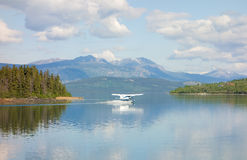 A float-plane landing in atlin's scenic harbor Royalty Free Stock Photography