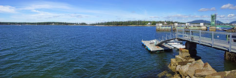 Floating dock and clear blue water Royalty Free Stock Photography