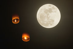 Floating lanterns and supper moon Royalty Free Stock Photos