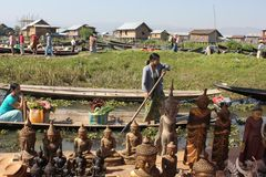 Floating market and boat souvenir seller in Inle,  Royalty Free Stock Photos