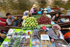 Floating market food sellers Royalty Free Stock Photography