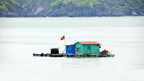 Floating village at limestone islands, Halong Bay, Vietnam Royalty Free Stock Photos