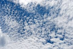 FLOCKY CLOUD AGAINST BLUE SKY Royalty Free Stock Images