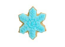 Floco de neve azul da cookie do Natal isolado no branco fotografia de stock royalty free