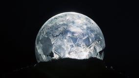 Floco de neve do globo da neve do Natal fotografia de stock royalty free