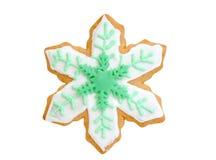 Floco de neve do verde da cookie do Natal isolado no branco imagens de stock