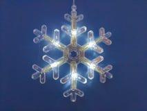 Floco de neve iluminado pelo tempo do Natal Fotografia de Stock Royalty Free