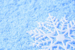 Floco de neve na neve foto de stock royalty free