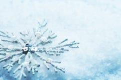 Floco de neve na neve. Natal Foto de Stock Royalty Free