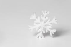 Flocon de neige blanc d'isolement Photographie stock libre de droits
