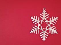 Flocon de neige de ruban sur le rouge Photographie stock