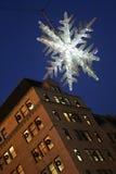 Flocon de neige en cristal au-dessus de 5ème avenue, Manhattan, NYC Photos libres de droits