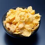 Flocons d'avoine jaunes dans une cuvette image libre de droits