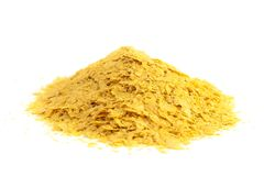 Flocons de levure nutritionnelle jaune un substitut de fromage et assaisonnement pour des régimes de Vegan images libres de droits