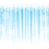 Flocons de neige au-dessus des rayures bleu-clair, fond abstrait d'hiver Photos libres de droits
