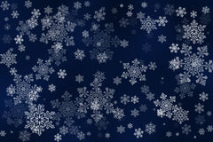 Flocons de neige blancs sur un fond bleu profond abstrait Image libre de droits