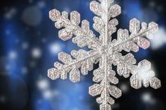 Flocons de neige décoratifs au fond pour les vacances Christm Image libre de droits
