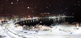 Flocons de neige dans la ville Photo libre de droits