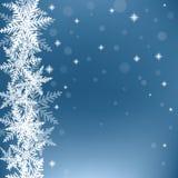 Flocons de neige de Noël sur le fond bleu Images libres de droits