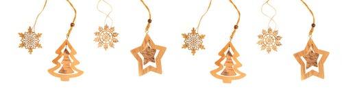 Flocons de neige en bois et arbre de Noël d'isolement sur le fond blanc Images stock