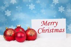 Flocons de neige rouges de décoration de babioles de boules de carte de Joyeux Noël photos stock