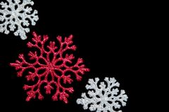 Flocons de neige sur le noir Photos stock