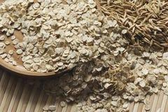 Flocons et graines d'avoine Photos libres de droits