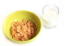 Flocos de milho com vidro do leite Fotos de Stock Royalty Free