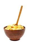 Flocos de milho em uma bacia de colher cerâmica e de madeira fotografia de stock