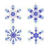Flocos de neve azuis no fundo branco fotos de stock royalty free