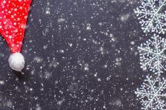 Flocos de neve brancos em um quadro preto Fotografia de Stock