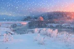 Flocos de neve brancos no céu do Natal Fotos de Stock Royalty Free
