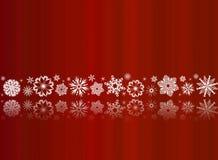 Flocos de neve brancos no vermelho com reflexões Imagens de Stock Royalty Free