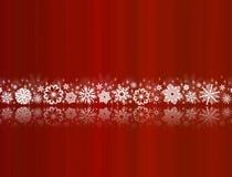 Flocos de neve brancos no vermelho com reflexões Foto de Stock