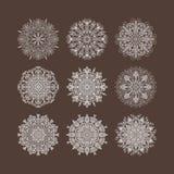 Flocos de neve circulares das flores dos corações do teste padrão do sulco Imagens de Stock Royalty Free