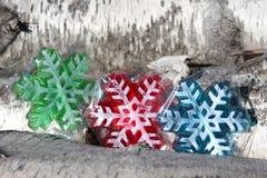 Flocos de neve e lenha coloridos do vidoeiro. Imagens de Stock