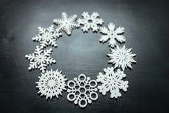 Flocos de neve em um fundo preto Natal Toy Drive Imagens de Stock Royalty Free