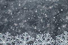 Flocos de neve em um quadro preto Fotos de Stock