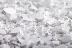 Flocos do cloreto de cálcio fotos de stock