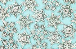 Flocos/estrelas de madeira da neve imagem de stock royalty free