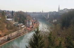 Flod Aare, bro för Kornhausbrà ¼cke Bern Schweitz Royaltyfria Foton