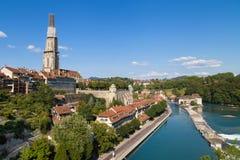 Flod Aare till och med Bern Royaltyfria Bilder